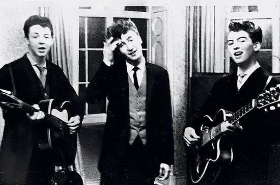 Paul-McCartney-John-Lennon-George-Harrison-performing-at-a-wedding-reception-1958..jpg